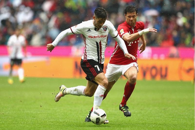 Alonso läuft in dieser Spielzeit zu oft hinterher. Seine Stärken zeigt er mit dem Ball.(Foto: Alexander Hassenstein / Bongarts / Getty Images)