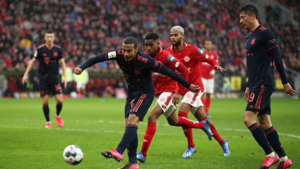 Thiago Alcántara of FC Bayern Muenchen scores his sides third goal during the Bundesliga match between 1. FSV Mainz 05 and FC Bayern Muenchen at Opel Arena on February 01, 2020 in Mainz, Germany. (Photo by Alex Grimm/Bongarts/Getty Images)